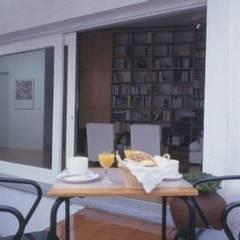 Recuperação de Habitação (1994): Terraços  por Sofia Salema & Pedro Guilherme, Arquitectos LDA