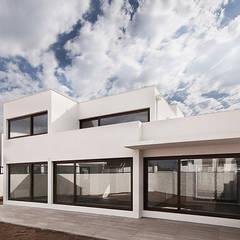 Projekty,  Dom szeregowy zaprojektowane przez Bauer Arquitectos