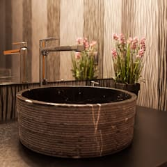 Casa Patio: Baños de estilo  por Bauer Arquitectos