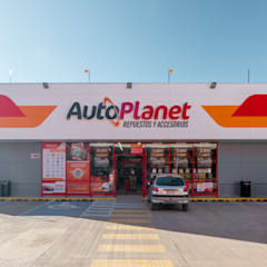 Local Autoplanet San Felipe: Espacios comerciales de estilo  por Bauer Arquitectos