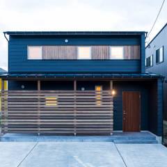 Casas de madera de estilo  por 株式会社山口工務店, Moderno Aluminio/Cinc
