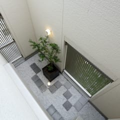 Jardines japoneses de estilo  de やまぐち建築設計室