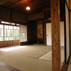 大正時代の町家再生: 木造伝統構法 惺々舎が手掛けた和室です。