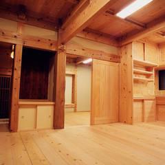 木造伝統工法「町田の家」: 木造伝統構法 惺々舎が手掛けたダイニングです。