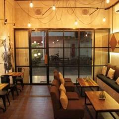 Nefes ID Cafe G-Walk Surabaya:  Ruang Makan by JM Interior Design