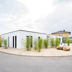 Bungalow by wir leben haus - Bauunternehmen in Bayern