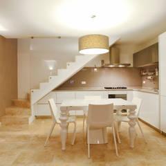 Appartamento : Cucina attrezzata in stile  di stefania talevi