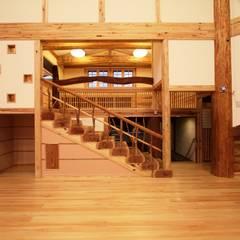 木の階段: 安藤建築設計工房が手掛けた子供部屋です。