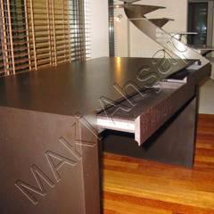 Maki Ahşap ve Metal Mobilya San. ve Tic. Ltd. Şti. – Ahşap Çalışma Masası: minimal tarz tarz Çalışma Odası