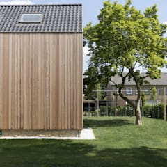 Overgang van tuin naar huis:  Houten huis door De Nieuwe Context