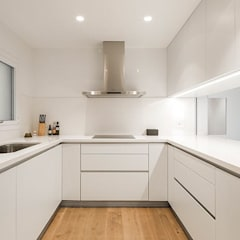 Built-in kitchens by Reformas Barcelona Rubio