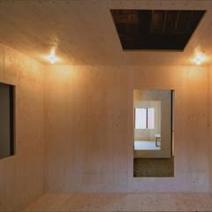 椹木町通の町家: 荒谷省午建築研究所/Shogo ARATANI Architect & Associatesが手掛けた寝室です。,