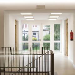 Rehabilitación de la Casa Consistorial de Lalín para dedicarla a Biblioteca Municipal: Ferias de estilo  de ENKIARQUITECTURA
