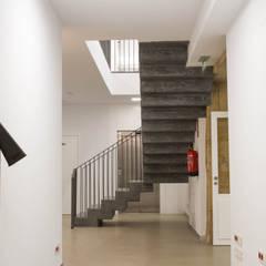 Rehabilitación de la Casa Consistorial de Lalín para dedicarla a Biblioteca Municipal: Museos de estilo  de ENKIARQUITECTURA