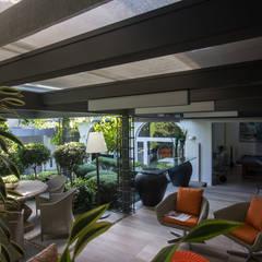 Jardin d'hiver de style  par Belas Artes Estruturas Avançadas