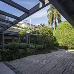 Pergolado: Jardins de inverno  por Belas Artes Estruturas Avançadas