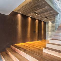 Couloir et hall d'entrée de style  par Belas Artes Estruturas Avançadas