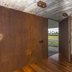 Puertas interiores de estilo  por Belas Artes Estruturas Avançadas