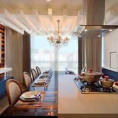 eclectic Kitchen by VOBOL ARQUITETURA E INTERIORES