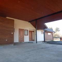 Garage/shed by San Cristobal hnos constructora