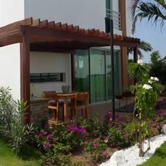 Casa modelo Cerdeña - Novaterra Ocean City: Jardines frontales de estilo  por ecoexteriores