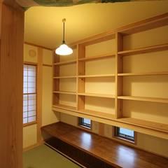 書斎: 安藤建築設計工房が手掛けた書斎です。