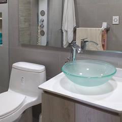 Baño moderno: Baños de estilo moderno por Remodelar Proyectos Integrales
