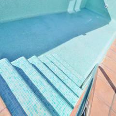 Reforma y apliación de villa en Pinares de San Antón (Málaga): Piscinas de estilo  de Famaser reformas y construcción