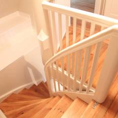 Treppenraum:  Flur & Diele von Neugebauer Architekten BDA