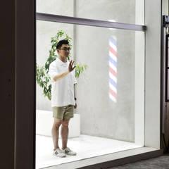 Brooklyn Barbershop, Cemara Asri Branch:  Kantor & toko by KERA Design Studio