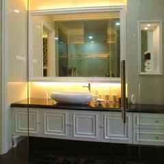 Mr Konggo master bedroom pakuwon indah:  Kamar Mandi by Kottagaris interior design consultant