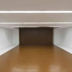 Casa MP: Garajes de estilo  de Iria Comoxo Estudio