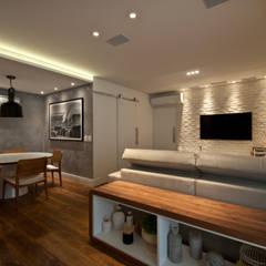Residência Montedonio: Salas de estar minimalistas por Mazzark Arquitetos