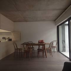 CASA BARTOLOME SHARP: Dormitorios de estilo  por [ER+] Arquitectura y Construcción