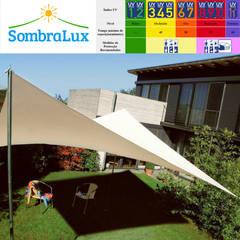 Toldo Modelo Vela: Jardins de fachadas de casas  por Sombralux