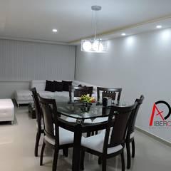 Un refugio con estilo moderno: Salas de estilo minimalista por ibercons Arquitectura+Diseño