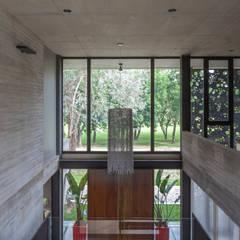 Tragaluces de estilo  por Ciudad y Arquitectura