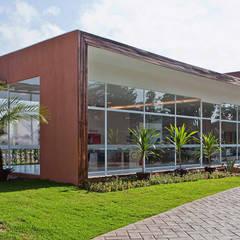 Rijtjeshuis door SET Arquitetura e Construções