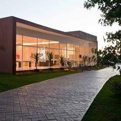 Corporativo – Stand Sylvania PDG: Condomínios  por SET Arquitetura e Construções