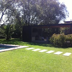 QUINCHO BUIN: Jardines de estilo  por [ER+] Arquitectura y Construcción