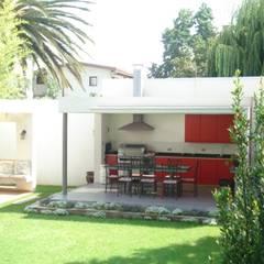 CASA GARRI: Terrazas  de estilo  por [ER+] Arquitectura y Construcción