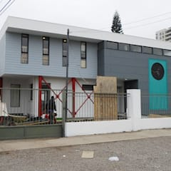 """JARDIN INFANTIL """"PEQUEMUNDO"""": Escuelas de estilo  por [ER+] Arquitectura y Construcción"""