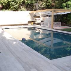 Piscinas de jardín de estilo  por [ER+] Arquitectura y Construcción, Minimalista