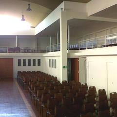TEMPLO EVANGÉLICO DE CARABINEROS DE CHILE: Lugares para eventos de estilo  por [ER+] Arquitectura y Construcción