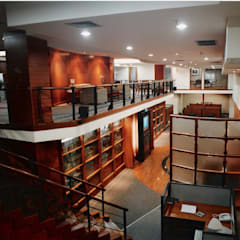 Kantor Radio Siaran Amatir di Jakarta Selatan: Gedung perkantoran oleh sigmaDKNP, Modern