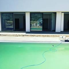 Casa JF: Janelas de PVC  por Sandra Ferreira, Arquitetura