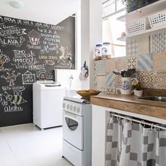 Kitchen units by INTERIOR - DECORAÇÃO EMOCIONAL
