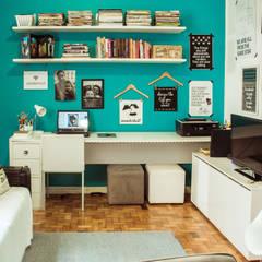 Home Office: Escritórios  por INTERIOR - DECORAÇÃO EMOCIONAL