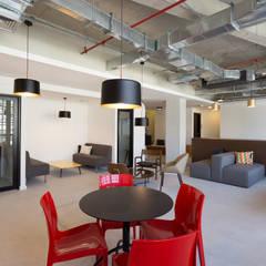 Commercial Spaces توسطCasa3 Arquitetura, مدرن