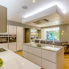 Modern Kitchen in Edinburgh Basement Flat :  Built-in kitchens by Capital A Architecture